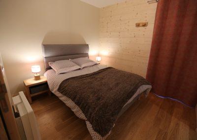 Le Hameau du Pontet - Chambre double Marmotte avec SDB niveau -1 vue 2