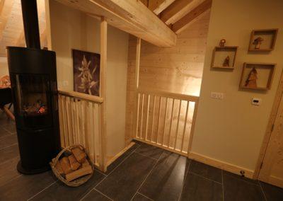 Le Hameau du Pontet - Escalier pour descendre au niveau -1