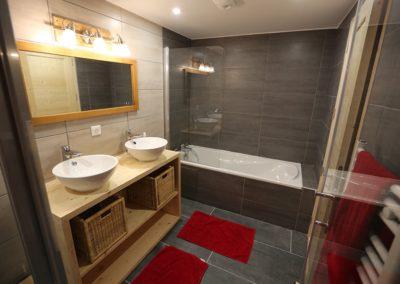 Le Hameau du Pontet - Salle de bain + douche indépendante, vue 2, niveau -2