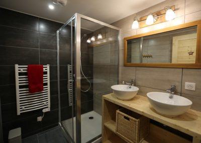 Le Hameau du Pontet - Salle de douche chambre Ecureuil niveau -1
