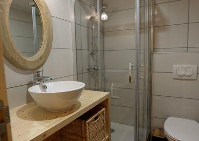 Le Hameau du Pontet - Salle de douche de la chambre Cerf niveau -1
